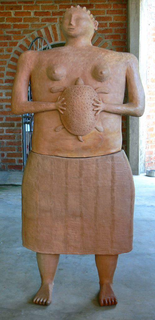 mujer-con-tortuga-2010-1
