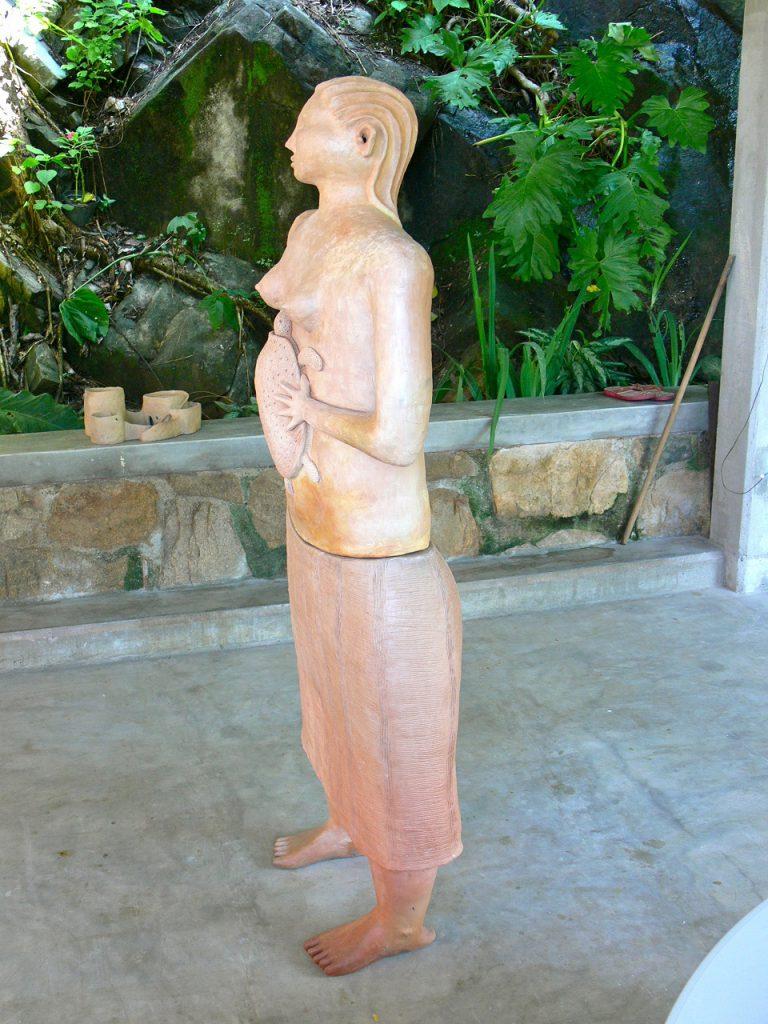 mujer-con-tortuga-2010-3