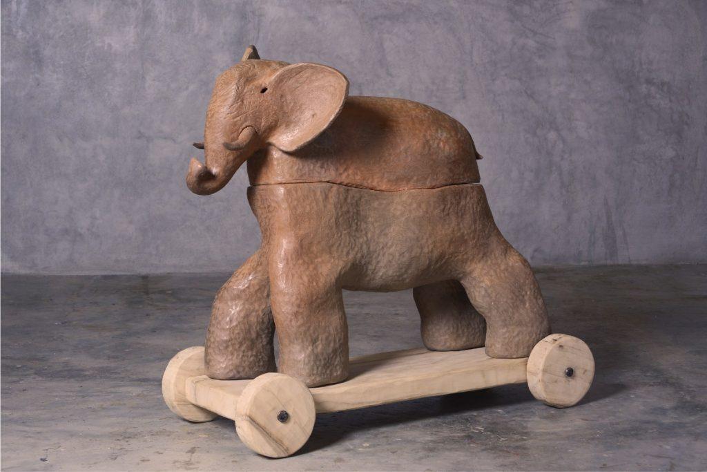 elefante con ruedas